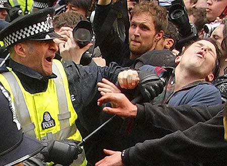 Police_Jabbing_Occupy_Protester