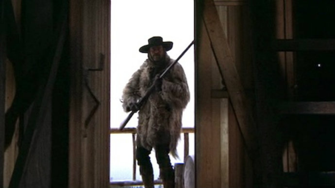 Mccabe and mrs miller gun door fur coat hat robert altman classic american cinema film