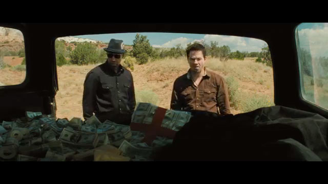 2 guns movie still screen cap review stupid bad shit guns money trunk car
